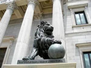 León de bronce del Congreso de los Diputados